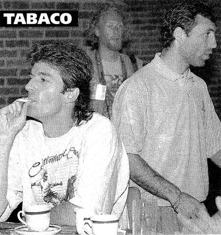 Kostadinov fumando durante la concentración Bulgaria en el Mundial de 1994 - Odio Eterno Al Fútbol Moderno
