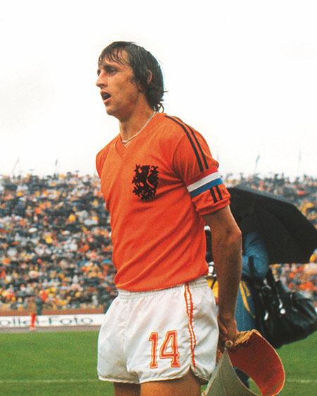 La camiseta que solo lució Cruyff en el Mundial de 1974 - Odio Eterno Al Fútbol Moderno