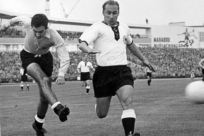 Corbatta marcó el gol de Argentina el día que lució camiseta amarilla ante Alemania - Odio Eterno Al Fútbol Moderno