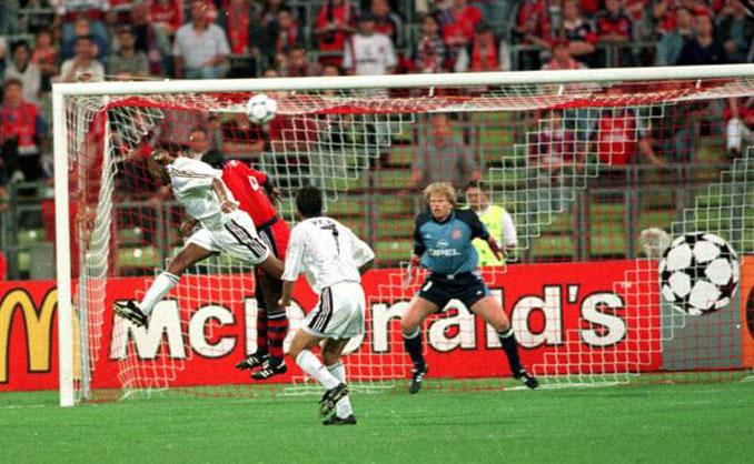 El cabezazo de Anelka ante el Bayern dio al Real Madrid el pase a la final de la Copa de Europa de 2000 - Odio Eterno Al Fútbol Moderno