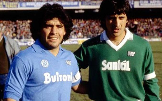 Diego Maradona y Ramón Díaz en un Derbi de la Campania entre Nápoles y Avellino - Odio Eterno Al Fútbol Moderno