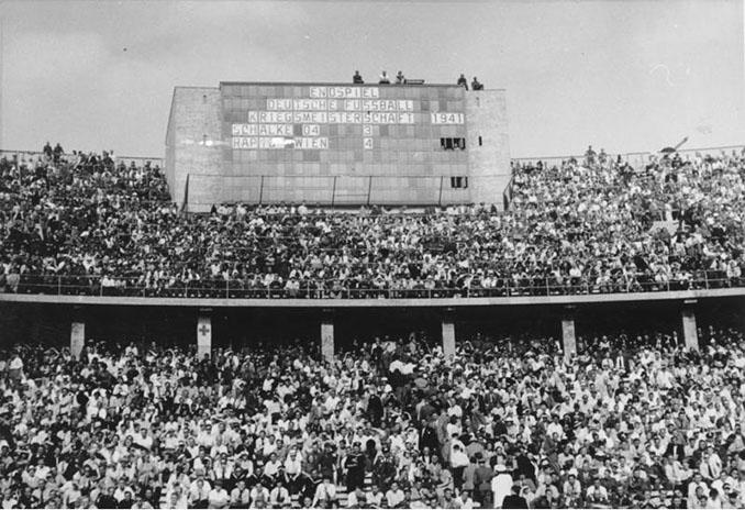 Estadio Olímpico de Berlín durante la final de la Gauliga de 1941 entre Rapid Viena y Schalke 04 - Odio Eterno Al Fútbol Moderno