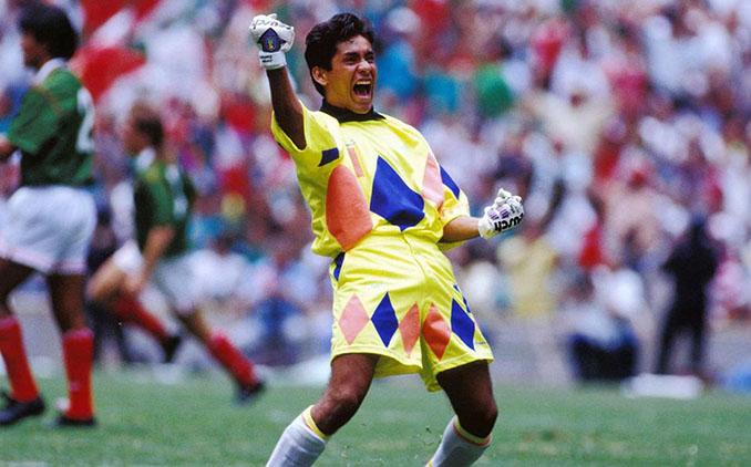 Jorge Campos en un partido con la selección mexicana - Odio Eterno Al Fútbol Moderno
