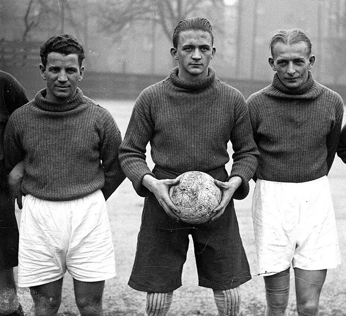 Matthias Sindelar a la derecha de la imagen - Odio Eterno Al Fútbol Moderno