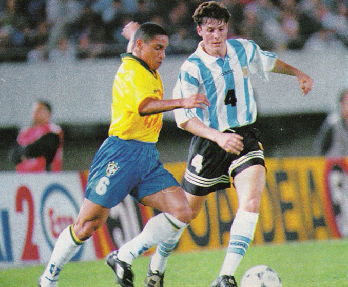 Roberto Carlos y Zanetti en un Argentina vs Brasil - Odio Eterno Al Fútbol Moderno
