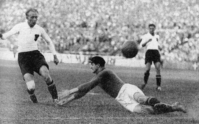 Matthias Sindelar en un partido con la selección austriaca - Odio Eterno Al Fútbol Moderno