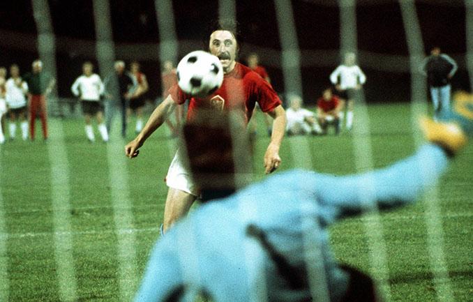 El legendario penalti de Panenka decidió la final de la Eurocopa de 1976 - Odio Eterno Al Fútbol Moderno