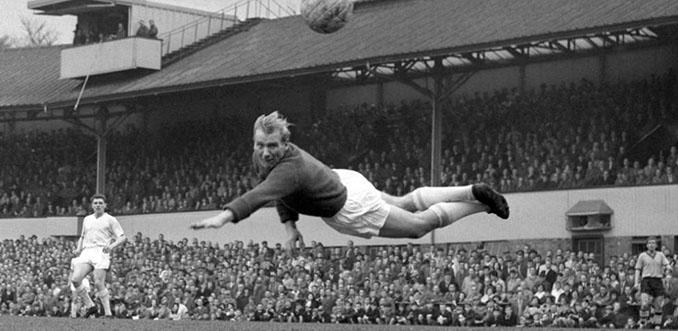 Bert Trautmann defendiendo la portería del Manchester City - Odio Eterno Al Fútbol Moderno