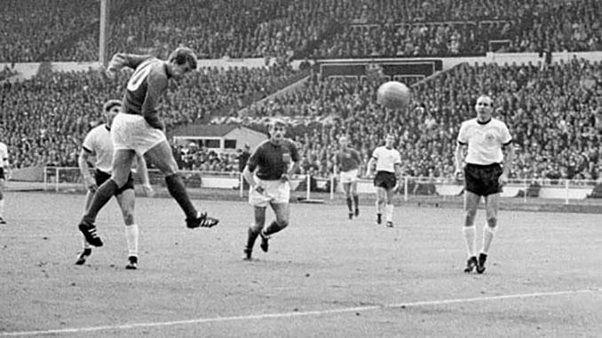 Geoff Hurst es el único futbolista que ha marcado un hat trick en una final de la Copa del Mundo - Odio Eterno Al Fútbol Moderno