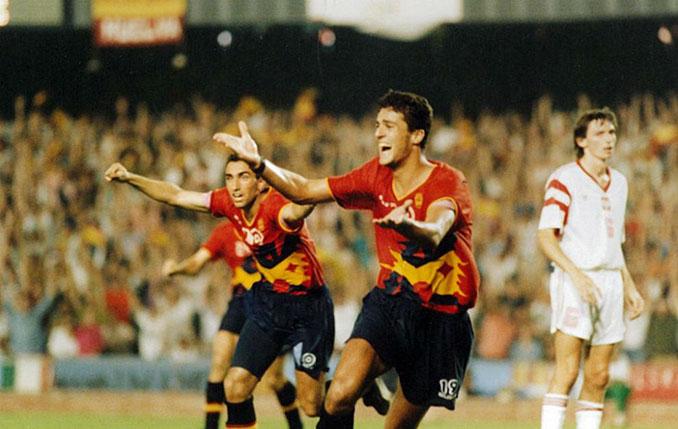 Kiko celebrando el gol que dio el oro a España en los Juegos Olímpicos de 1992 - Odio Eterno Al Fútbol Moderno