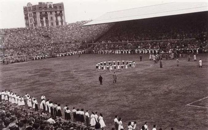 Les Corts durante un partido en los años 50 - Odio Eterno Al Fútbol Moderno