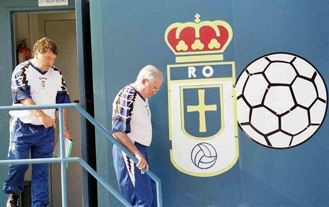 Luis Aragonés durante su etapa como técnico del Real Oviedo - Odio Eterno Al Fútbol Moderno