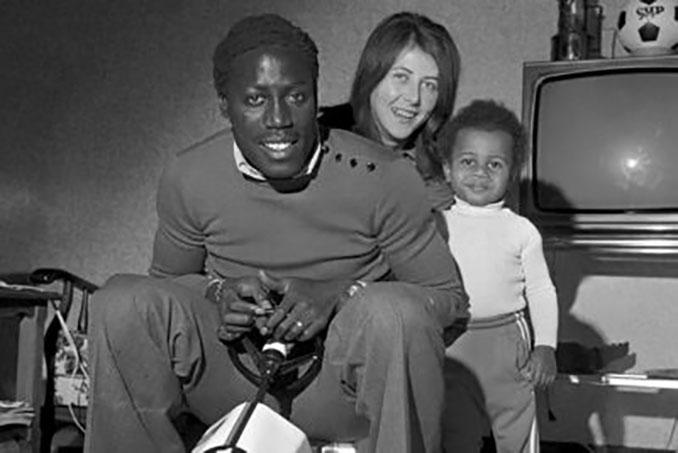 Jean-Pierre Adams junto a su familia - Odio Eterno Al Fútbol Moderno