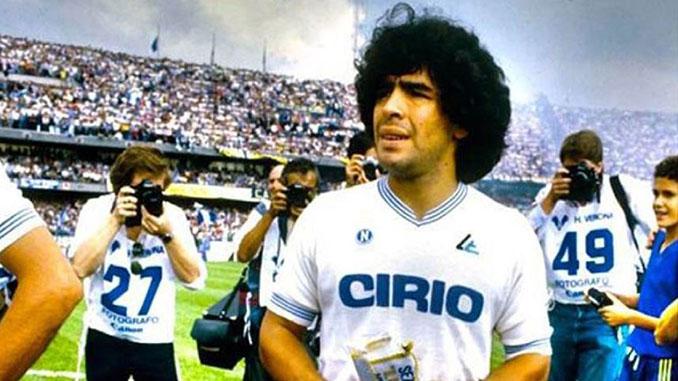 Maradona en su primer partido con el Nápoles - Odio Eterno Al Fútbol Moderno