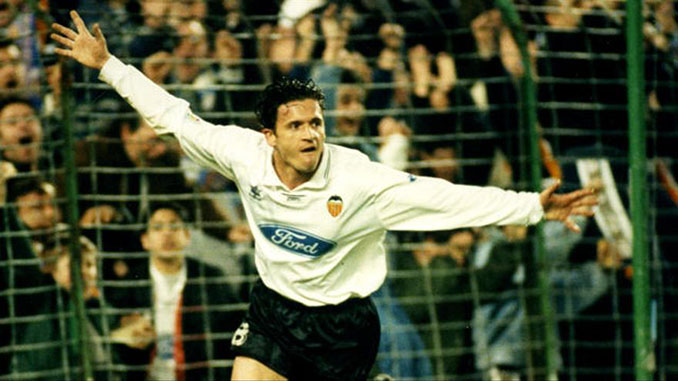 Mijatovic celebrando un gol con el Valencia - Odio Eterno Al Fútbol Moderno