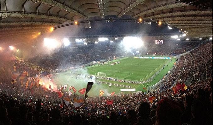 Estadio Olímpico en un derbi de Roma - Odio Eterno Al Fútbol Moderno