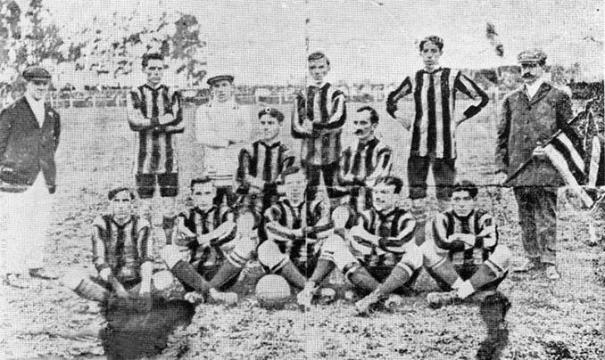 El CURCC adoptó las rayas en su camiseta en 1911 - Odio Eterno Al Fútbol Moderno