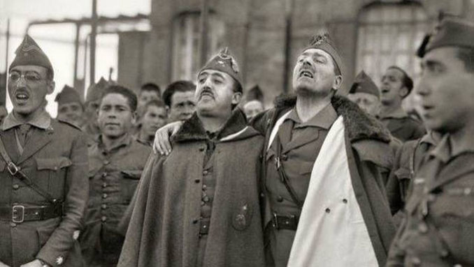 Franco y Millán-Astray cantando durante un acto con la Legión - Odio Eterno Al Fútbol Moderno