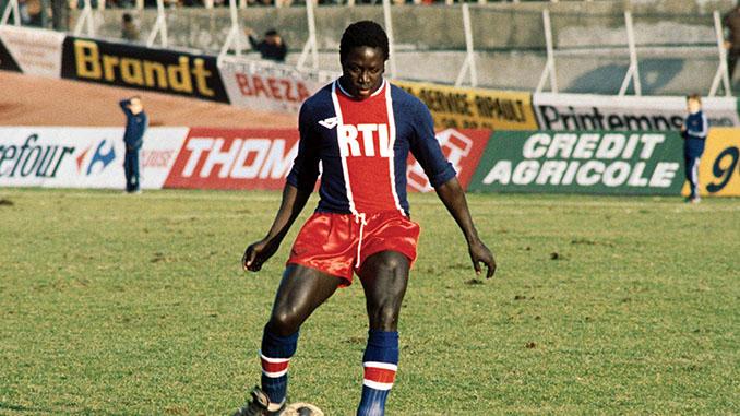 Jean-Pierre Adams en un partido con el PSG - Odio Eterno Al Fútbol Moderno