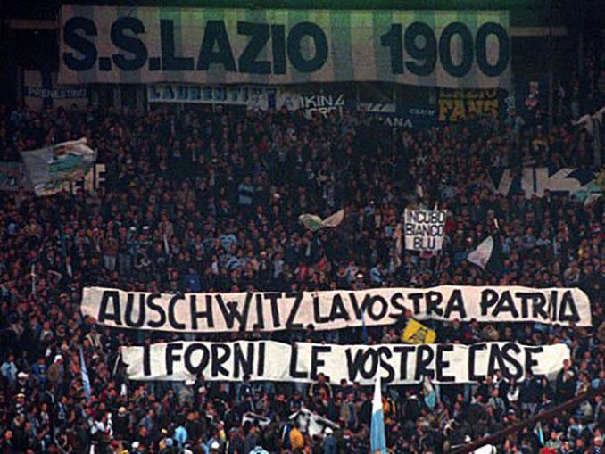 Pancarta de los hinchas radicales de la Lazio - Odio Eterno Al Fútbol Moderno
