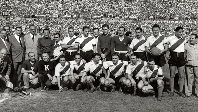 Jugadores de River y Torino en el Stadio Comunale - Odio Eterno Al Fútbol Moderno