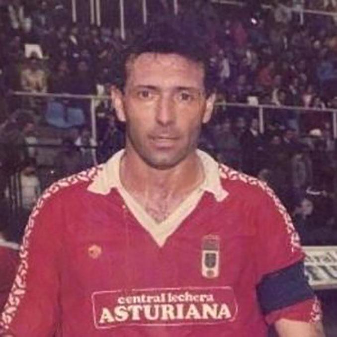 Quini con la camiseta del Real Oviedo en 1987 - Odio Eterno Al Fútbol Moderno