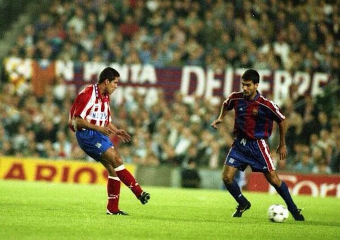 Simeone y Guardiola en uno de los Atleti vs Barça de la década de los 90 - Odio Eterno Al Fútbol Moderno