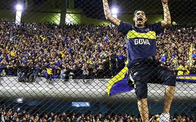 Aficionados de Boca Juniors en La Bombonera - Odio Eterno Al Fútbol Moderno