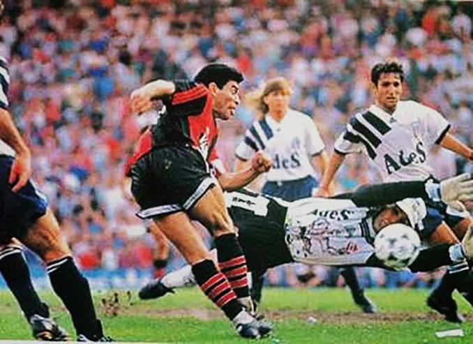 Rabona de Maradona en su debut con Newell's - Odio Eterno Al Fútbol Moderno